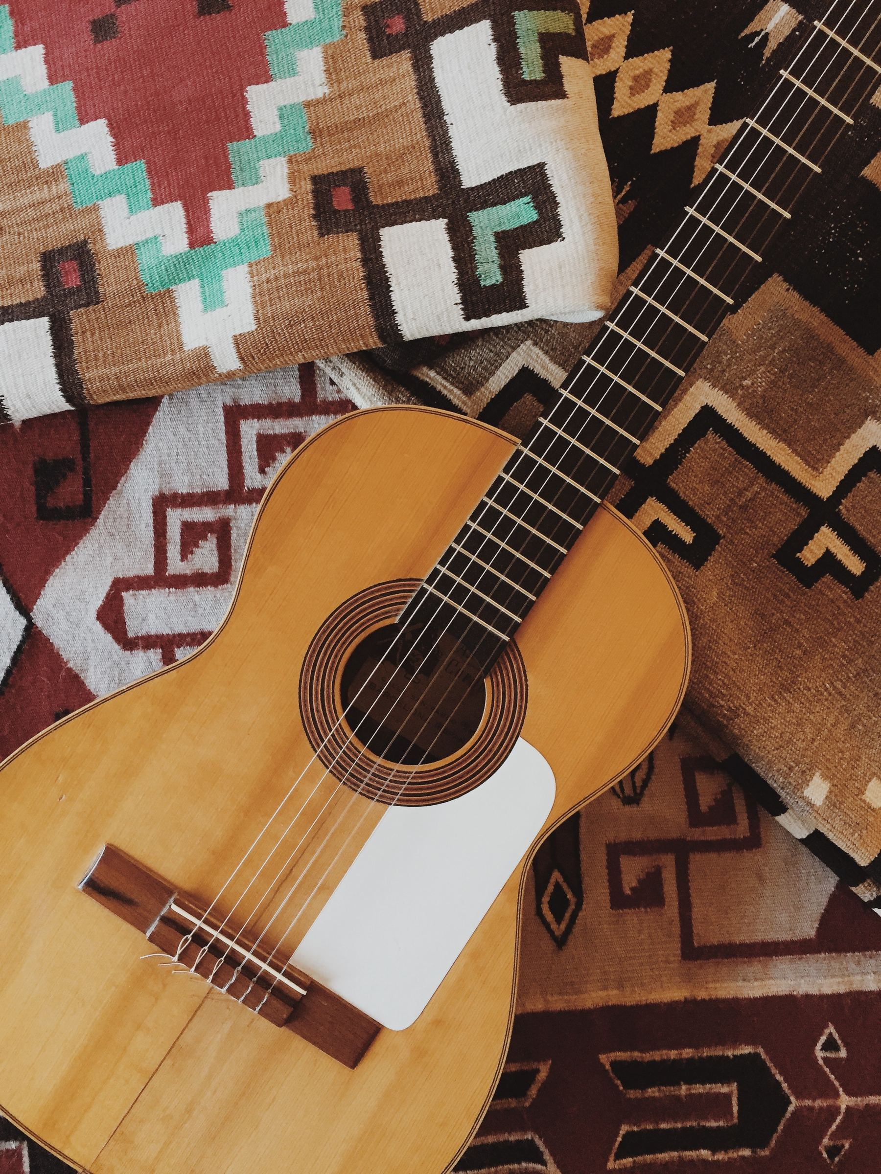 Desktop acoustic guitar